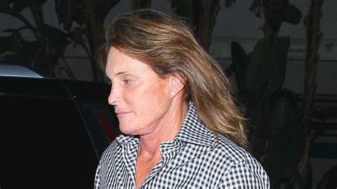 bruce jenners new hair style bruce jenner of kardashian fame shocks with latest hair