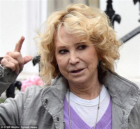 how does felecity kendal style hair she s living the good life felicity kendal 68 looks