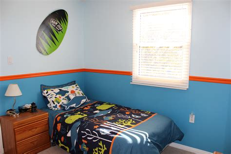 surf bedroom how to create a surf bedroom theme mom vs the boys