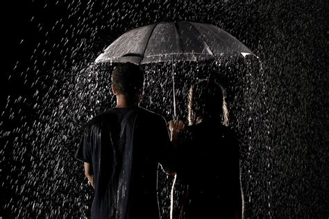 wallpaper rain couple rain cute couple wallpapers and images wallpapers