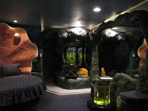 theme hotel pocatello sea cave suite picture of black swan inn luxurious theme