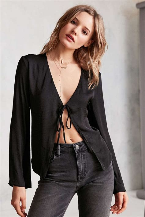 Black Silk Tie Front Blouse by 17 Best Ideas About Tie Front Blouse On