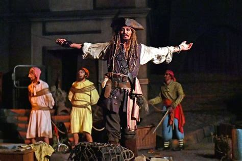 Johnny Depp On Pirates Of The Caribbean Disneyland Ride | johnny depp surprises disneyland guests on pirates of the