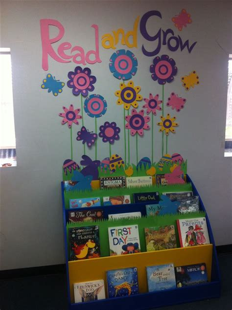 Book Display Ideas by 1000 Ideas About Library Displays On Pinterest