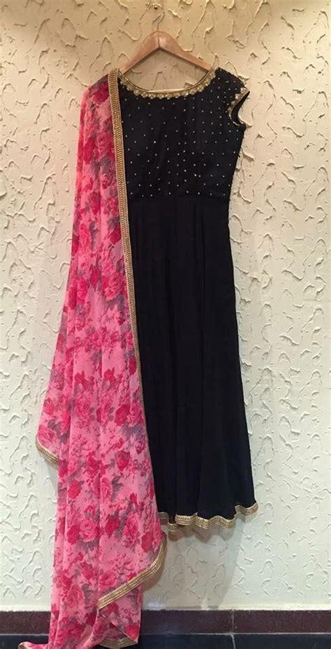 floral pink chunni  black kurtaemmm emm   gota