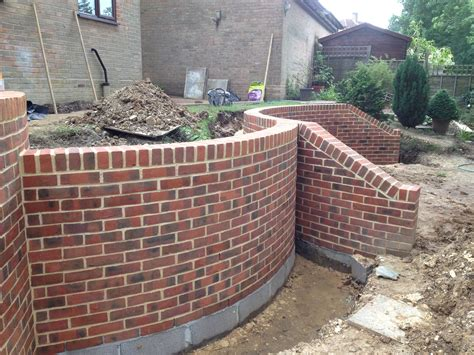 how to build a curved brick wall images