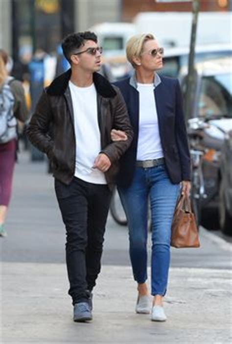 gigi hadid posts throwback snap of mother yolanda foster yolanda foster posts pregnant throwback snap with daughter