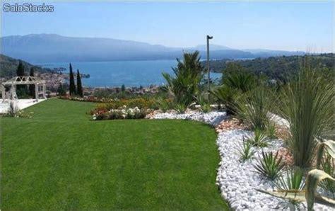 giardino sassi bianchi ciottoli per decorazione giardino