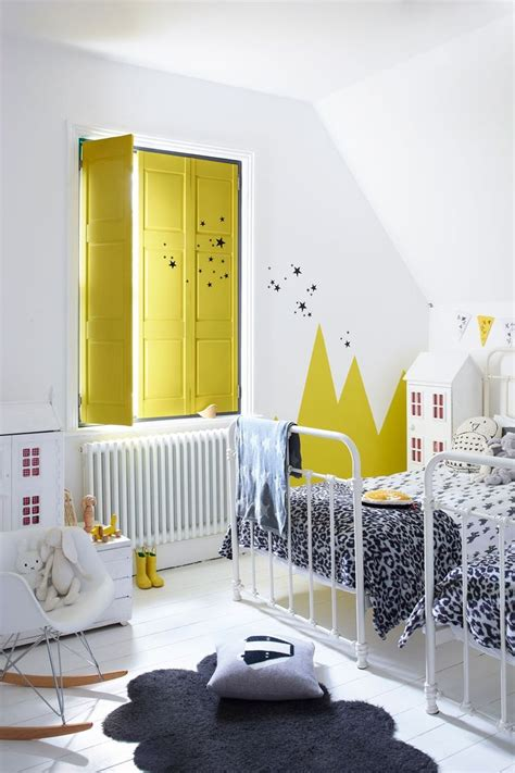 yellow kids bedroom 25 best ideas about yellow living rooms on pinterest