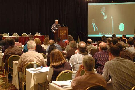 picture man podium speaking audience