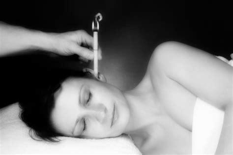 candele per cerume tappi nell orecchio cause e fattori di rischio sintomi