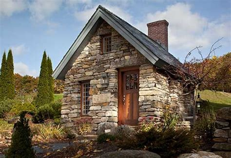 The Cabin White Rock by Two Different Cottages Handmade Houses