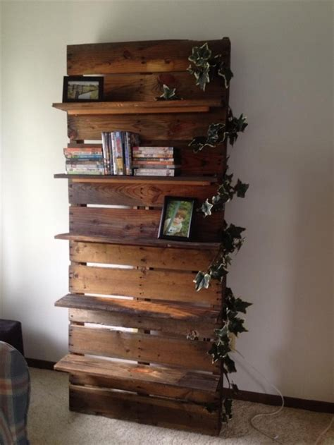 diy bookshelf ideas with pallet wood