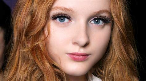 eyelash extension led light light up led eyelashes are the newest trend