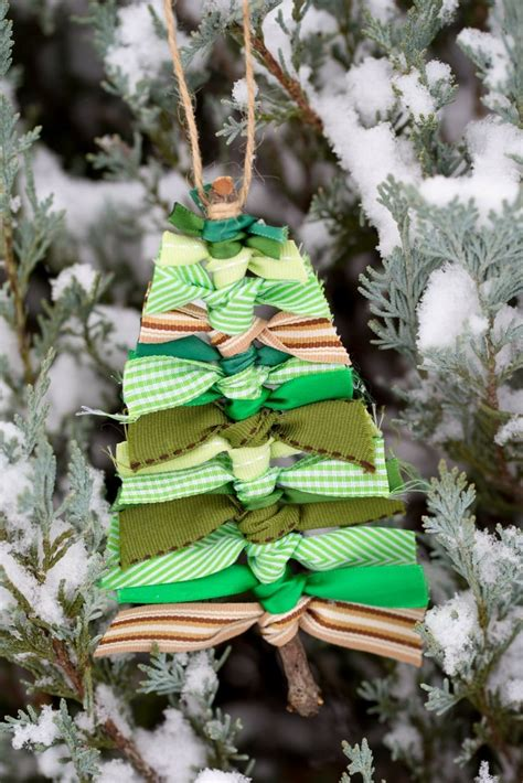 christmas tree ribbon decorations 10 affordable diy tree decorations the budget