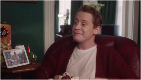 home alone actor google macaulay culkin recreates famous home alone scenes for