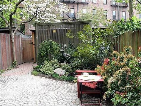 garden houses small contemporary courtyard gardens ideas