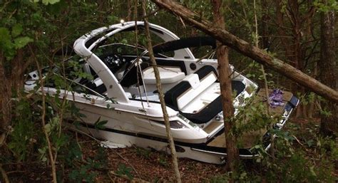 four winns boats lake of the ozarks boat crashes into shore four people airlifted lakeexpo