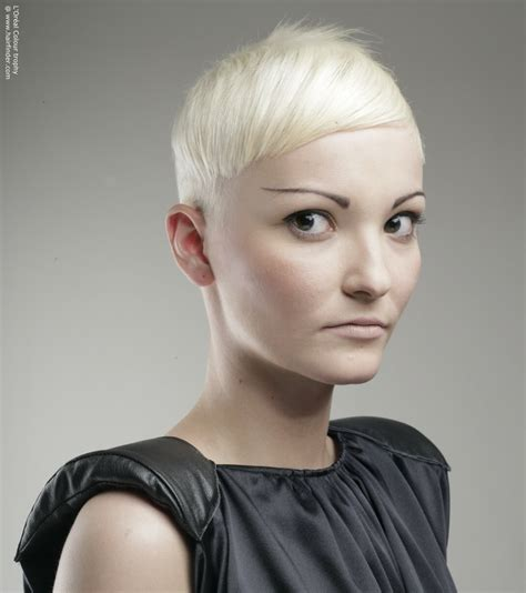 Sculptured Short Hairstyles | short haircut with a strong sculpted shape and a white