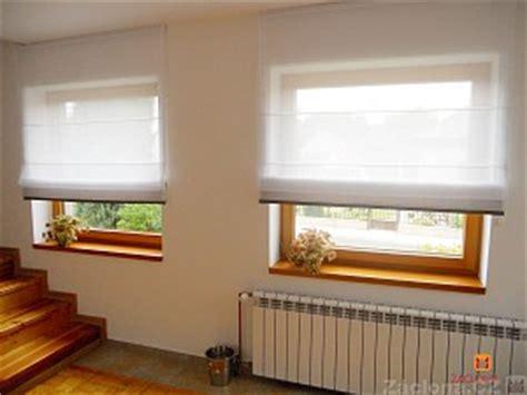 kleine badezimmerfenster vorhang ideen halbdurchsichtige gardine in zwei farben und formen