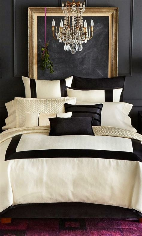 white and cream bedding paredes escuras house ideas style and house