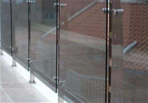 treppengeländer edelstahl glas preise balkongel 228 nder aus edelstahl glas 187 preise kostenfaktoren