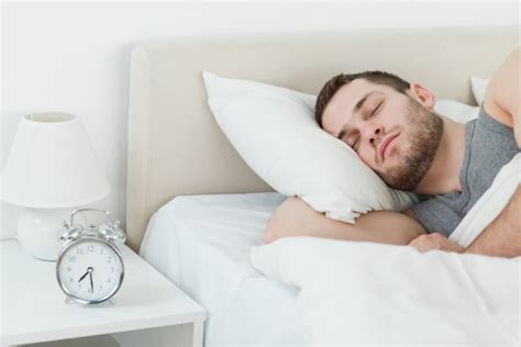 i laid in bed dorosły człowiek powinien spać 7 8 godzin