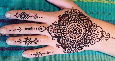 henna tattoos how long do they last how does henna last ponder weasel
