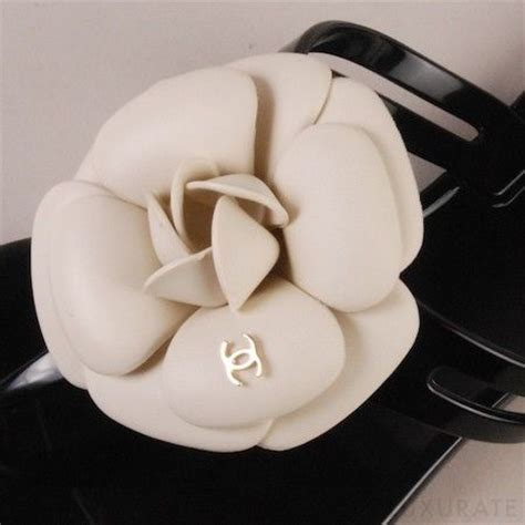 Chanel Jelly Flower 009h chanel camellia brooch camellia is coco chanel s favorite flower cocochanel chanelcamelia