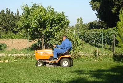 Jardinage Chez Particulier by Jardinier Agr 233 Er Service 224 La Personne Jardinage 84