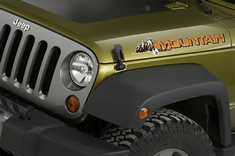 jeep islander decal detroit 10 preview jeep unveils new liberty renegade and