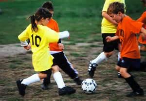 gambar bermain sepak bola cocofrenko