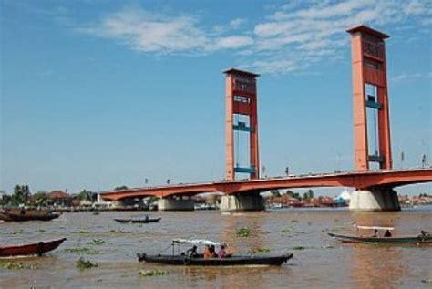 Air Di Palembang perahu hias dan bidar warnai kemeriahan hut ri di sungai musi republika