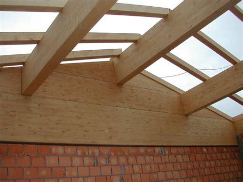a in the tetti in legno bozza