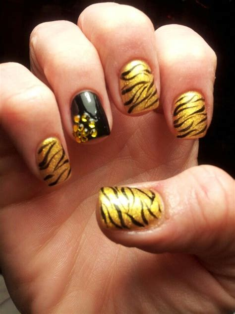 tiger pattern nail art mizzou tigers inspired nails nail art pinterest