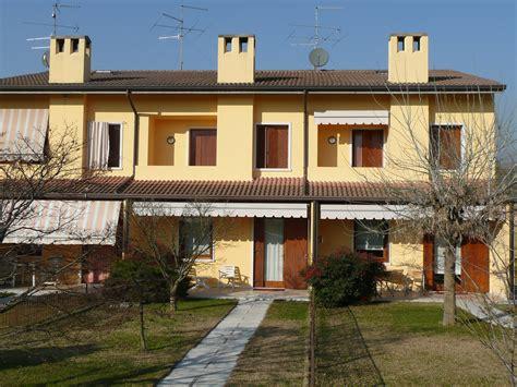 colore casa esterno foto colore esterno casa cagna rosso con strisce bianche
