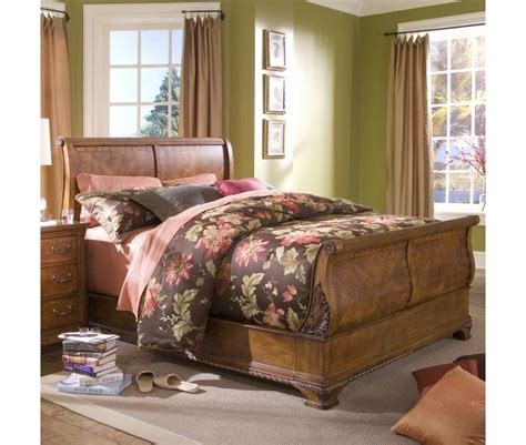 lyndhurst bedroom furniture lyndhurst queen sleigh bed furniture times com