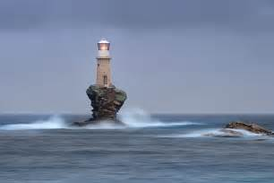 28 breathtaking photos of lighthouses that stood the