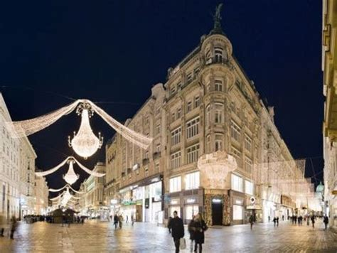 the 10 best places to visit for christmas holiday displays