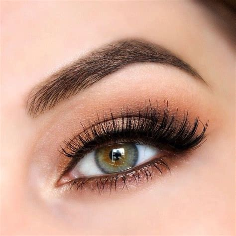 Lipstik Eternally Creme Brulee voiceofhair stylists styles voiceofhair stylist feature culture bada and mac