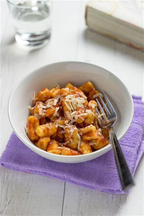 gnocchi fatti in casa ricetta gnocchi di patate fatti in casa la ricetta delle nonne