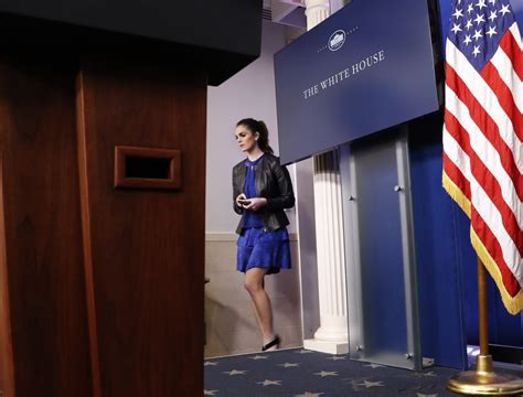 hope hicks job history hope hicks history age salary photos trump