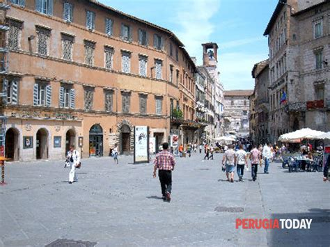 Libreria Feltrinelli Perugia - lo scrittore di romanzi storici matteo bruno incontra i
