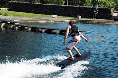 tavole wakeboard radinn electric powered wakeboard commanded by a wireless