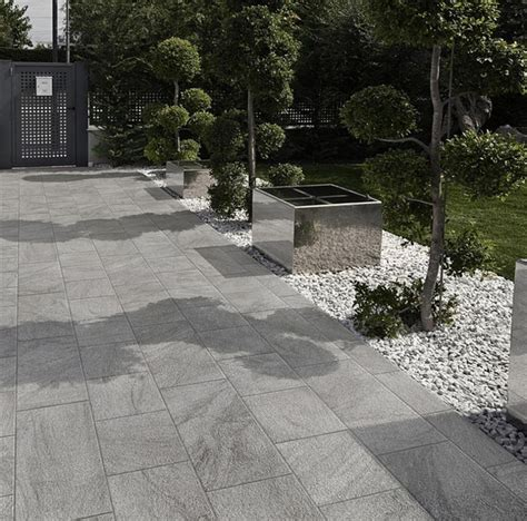 Patio Ceramic Tile by Exceptional Outdoor Patio Tiles 8 Outdoor Patio Porcelain