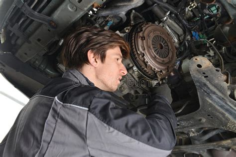 service manual change a clutch on a 2012 audi tt replacing cat on s5 step one remove auto mechanic working under the car and changing clutch stock photo image 31161376