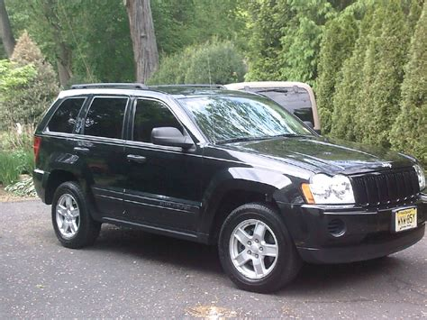 2005 grey jeep grand cherokee cherokee laredo 2005