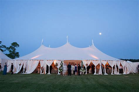 20 ingenious tips for throwing an outdoor wedding