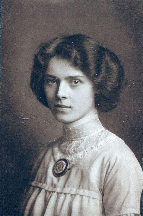 gentleman heroine photos come 17 best ideas about victorian era hairstyles on pinterest