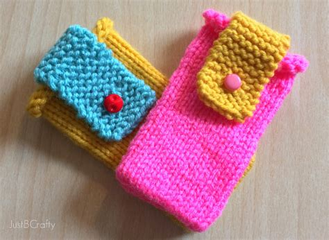 beginning knitting projects knit color block iphone cover just be crafty
